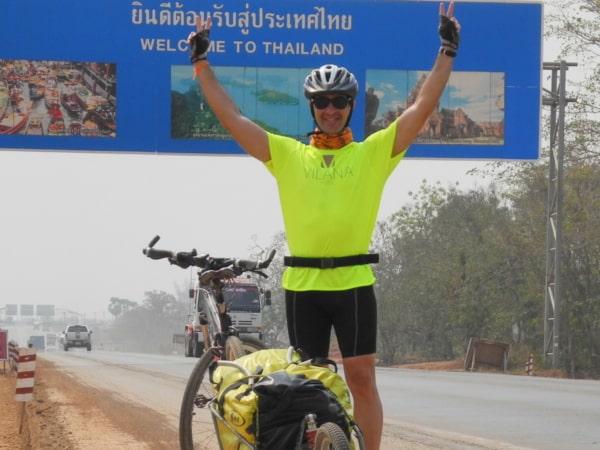 Eduard de Cáceres en Laos Idees fixes